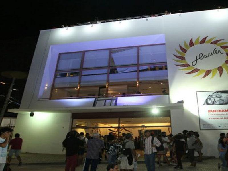 Governo da Bahia diz que abrirá mão de aluguel do Cine Teatro Glauber Rocha e estudantes terão acesso gratuito ao local