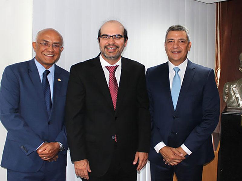 Presidente do TCE/BA critica generalizações e prega aproximação com os cidadãos