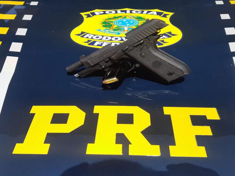 Condutor é detido ao ser flagrado com pistola e munições em Poções