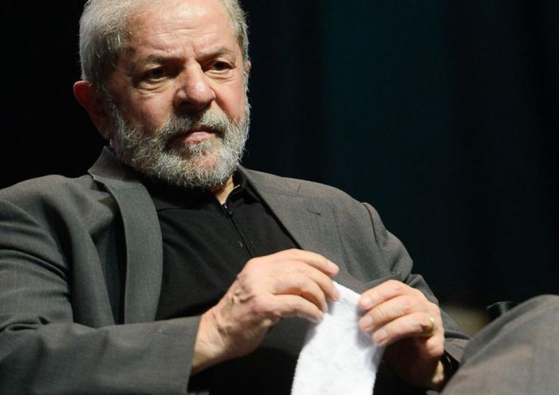 Em depoimento à PF, Lula fica calado e alega não ter acesso a investigações