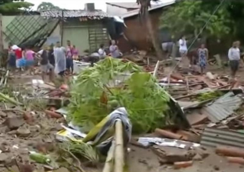 Chuva em Teresina causa inundação e deixa pelo menos três mortos