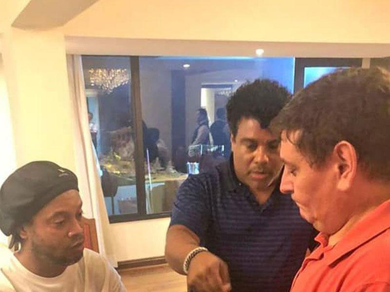 Ronaldinho tinha passaporte original com dados falsos, diz MP