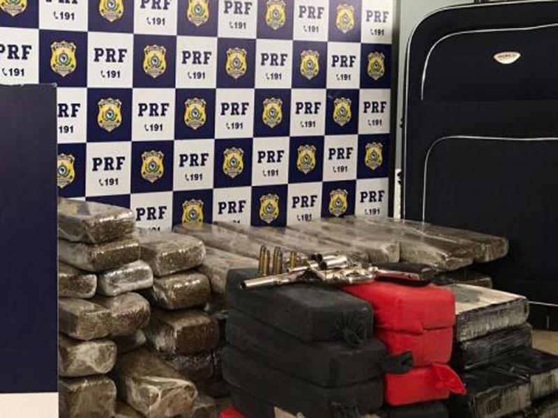 Vitória da Conquista: Quase 60 kg de entorpecentes, arma, munições e anfetaminas são apreendidos pela PRF