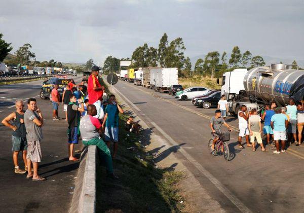 Semana começa com possibilidade de nova greve dos caminhoneiros