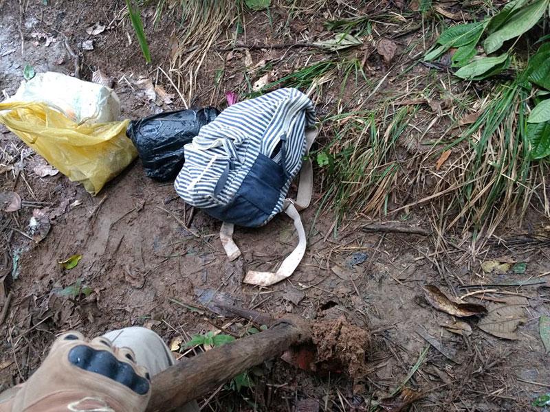 Polícia encontra drogas e rádios comunicadores enterrados em Simões Filho