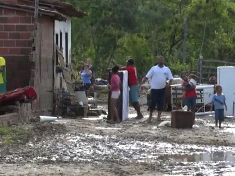 Itambé: Mais de 70 famílias ficam desalojadas após forte chuva