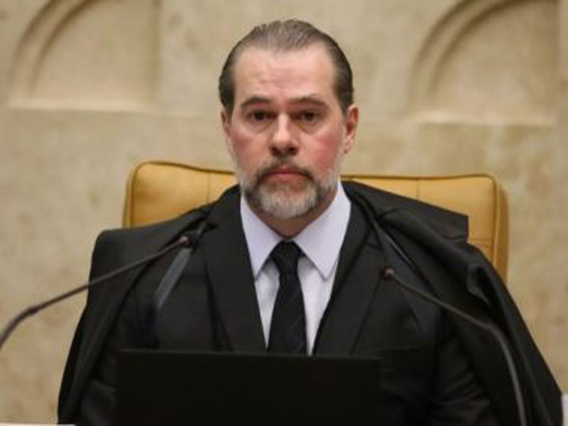 Decisão de Toffoli que suspendeu investigações com órgãos de controle beneficiou esposa dele