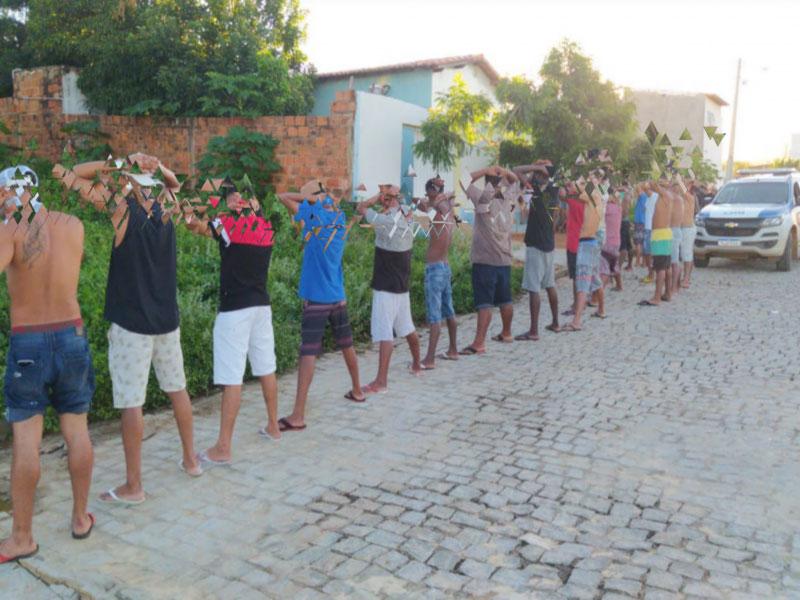 Polícia Militar encerra festa com quase 30 pessoas no Bairro Malhada Branca em Brumado