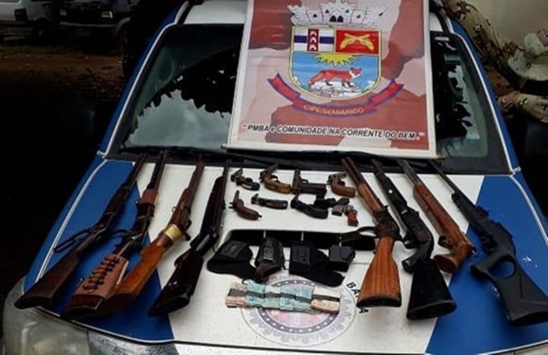 Dupla é presa com 15 armas encomendadas por grupo criminoso no oeste da Bahia
