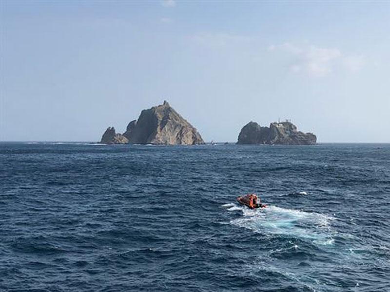 Helicóptero cai no mar no Japão deixando sete pessoas desaparecidas