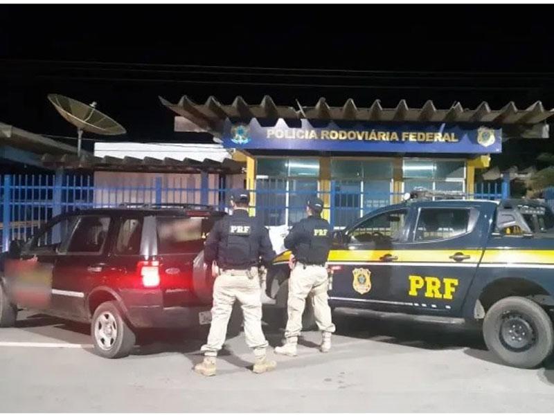 Homem é preso sem CNH e com veículo roubado no Oeste da Bahia