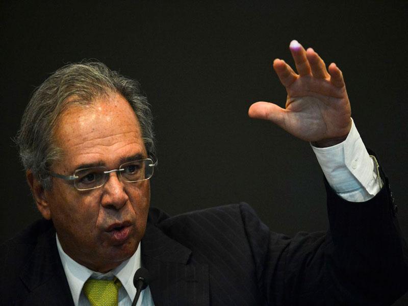 """""""Tenham um pouco de paciência"""", diz Guedes sobre recuperação econômica"""