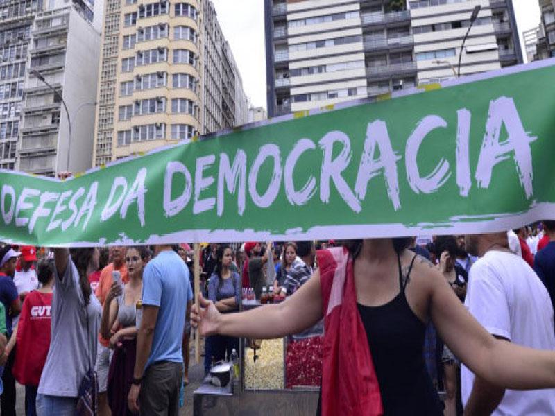 Pesquisa: 58% estão insatisfeitos com o funcionamento da democracia