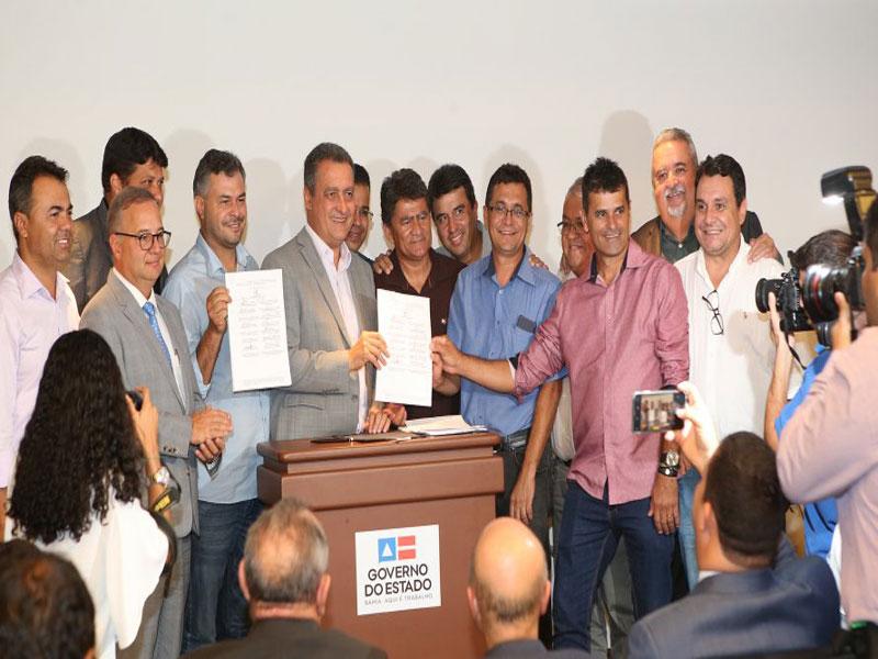 Governador assina consórcios para policlínicas em três regiões da Bahia