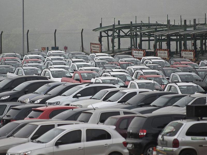 Emplacamentos de veículos crescem em setembro, diz Fenabrave