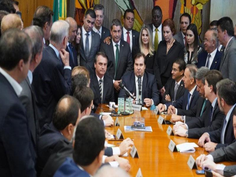Bolsonaro entrega à Câmara projeto que aumenta limite de pontos na CNH