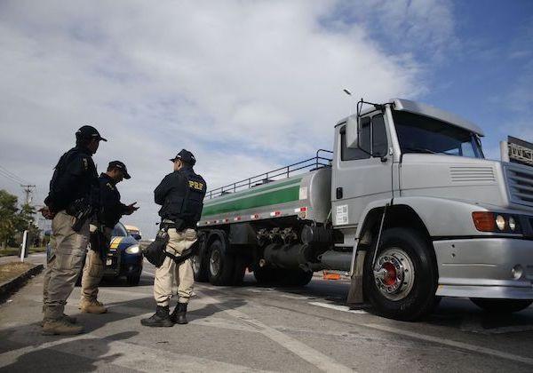 Líder não descarta greve de caminhoneiros mesmo após decisão da Petrobras