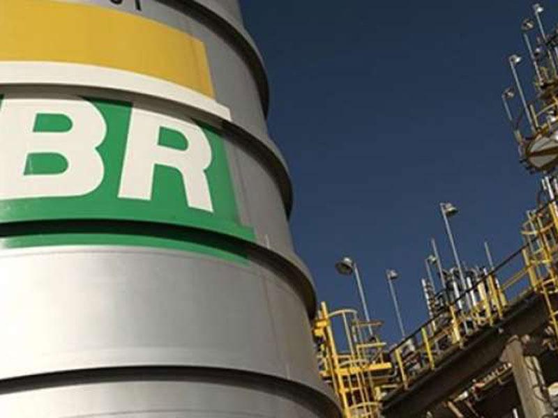 Caiu: Petrobras reduz preço da gasolina diesel e gás nas refinarias