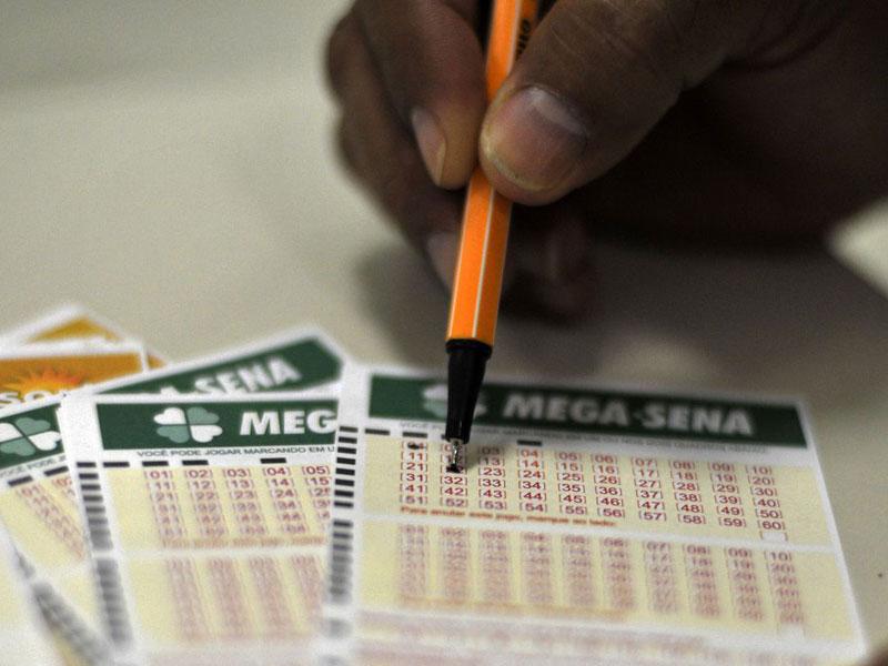 Ninguém acerta Mega-Sena e prêmio acumula em R$ 30 milhões