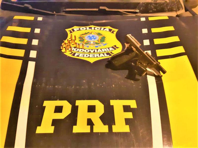 PRF apreende pistola 7.65 mm e munições em veículo de locadora na BR-101