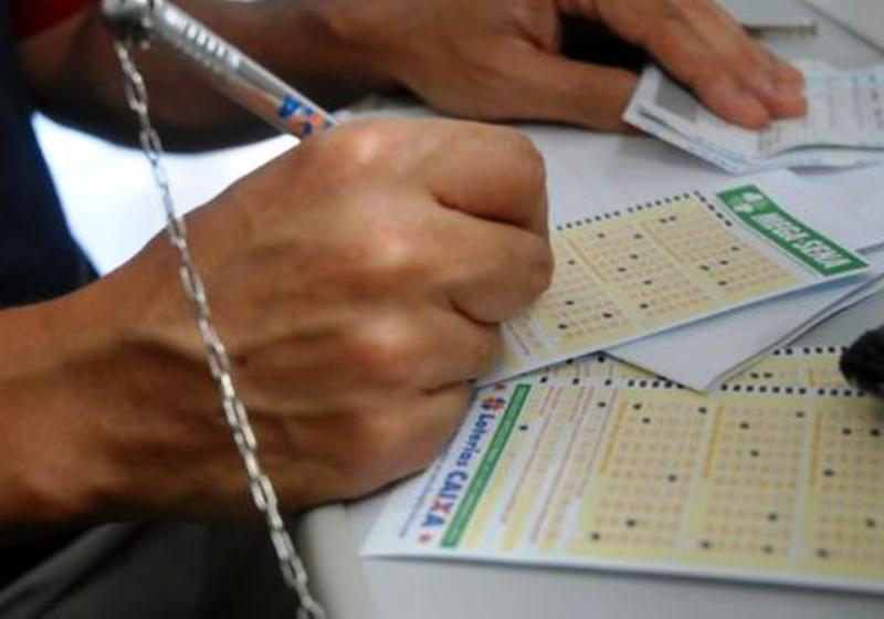 Mega-Sena acumula e Caixa pode pagar prêmio de R$ 40 milhões
