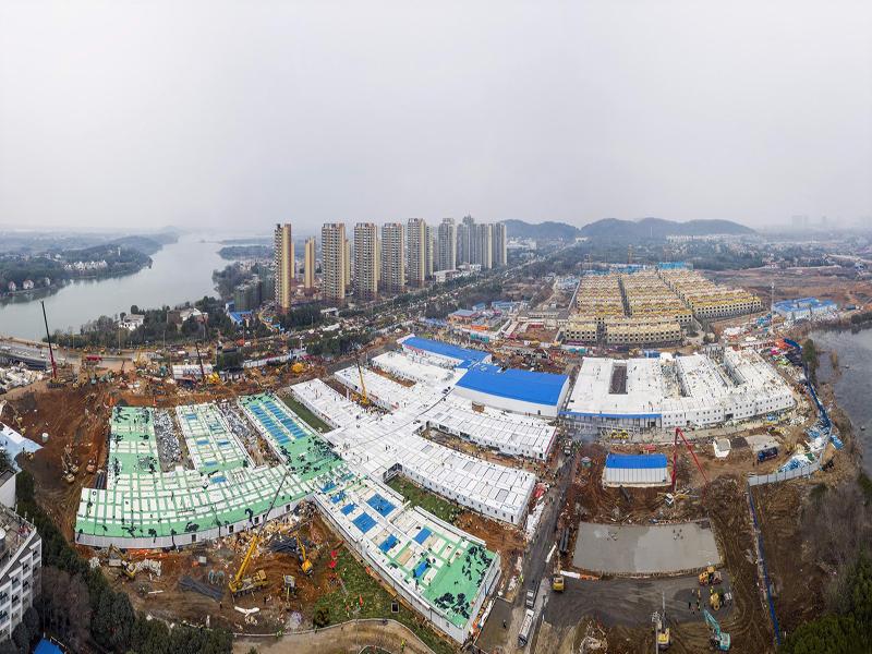 Construído em 10 dias, hospital recebe seus primeiros pacientes com coronavírus na China