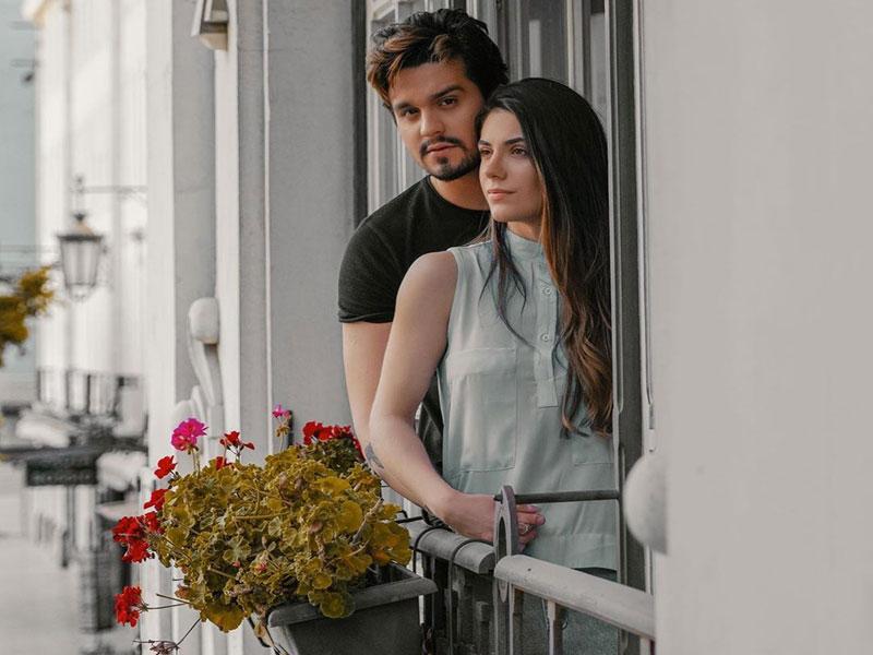 Luan Santana pede Jade Magalhães em casamento durante passeio de balão