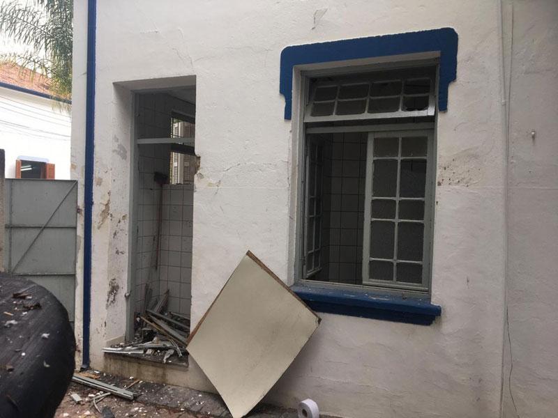 Explosão de bomba caseira no prédio da Prefeitura de Taubaté deixa dois feridos