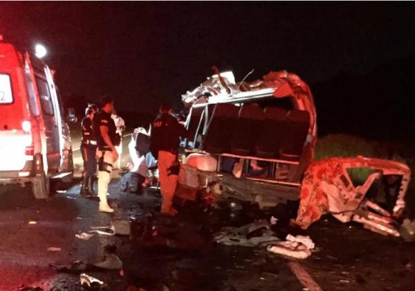 Acidente deixa quatro mortos e quatro feridos na BR-242