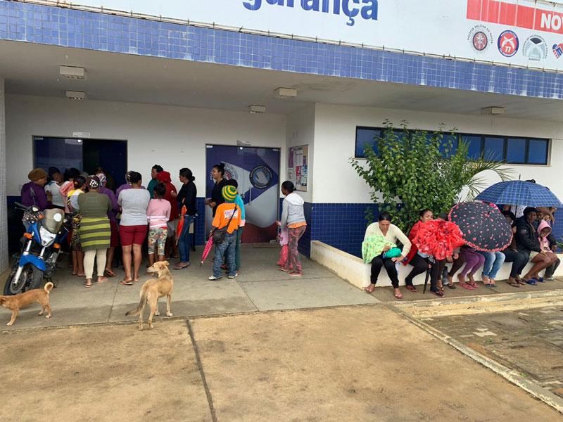 Vitória da Conquista: Base Comunitária de Segurança doa agasalhos para famílias carentes