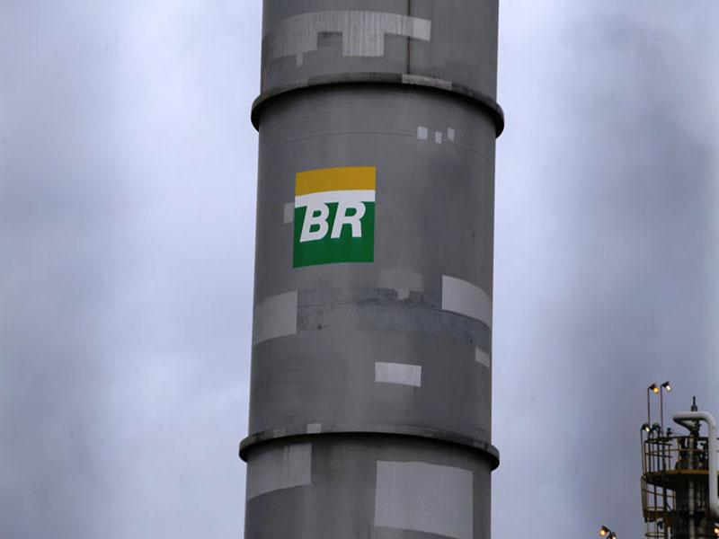 Gasolina fica 4,4% mais barata na refinaria