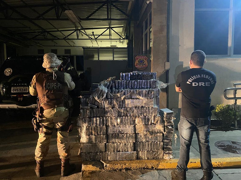 PM e PF encontram cerca de uma tonelada de cocaína em Santo Estevão