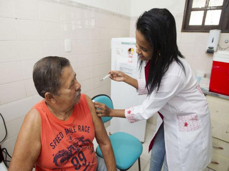 Bahia está preparada para vacinar 5,08 milhões de pessoas até maio, diz SESAB