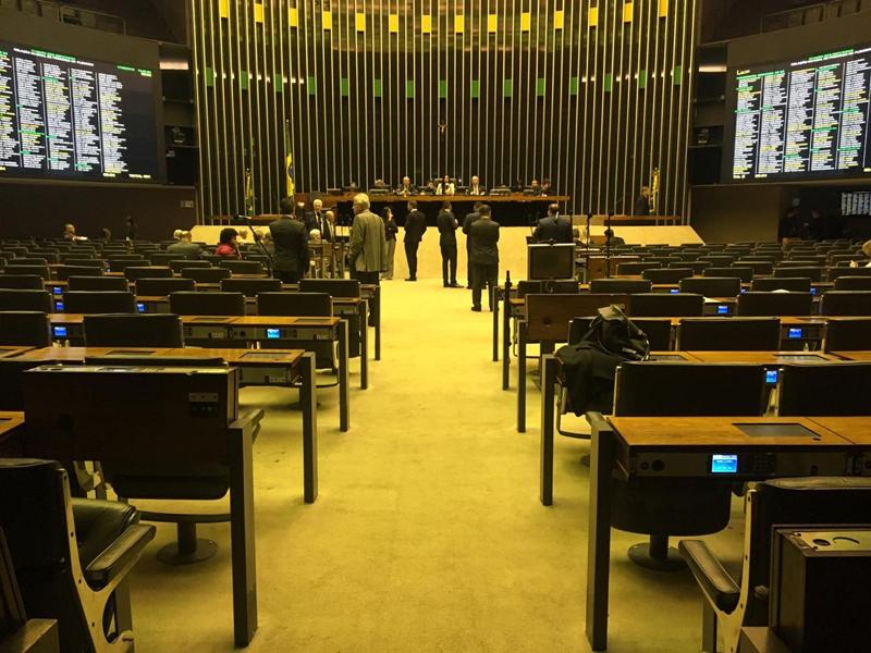 Câmara atinge prazo para discutir relatório da PEC da Previdência na comissão especial