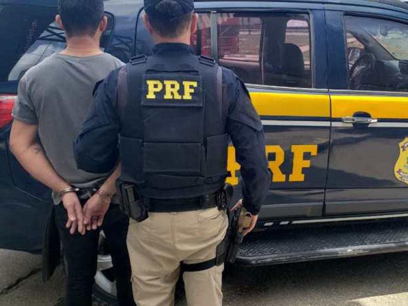 Vitória da Conquista: Homem com mandado de prisão em aberto é detido pela Polícia