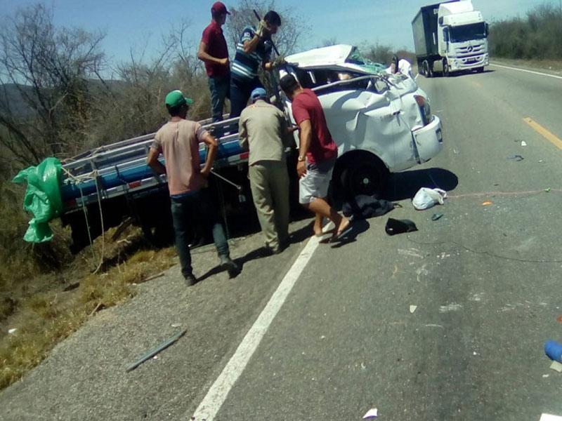 Brumado: Motorista e passageiro ficam presos às ferragens em acidente na BR-030