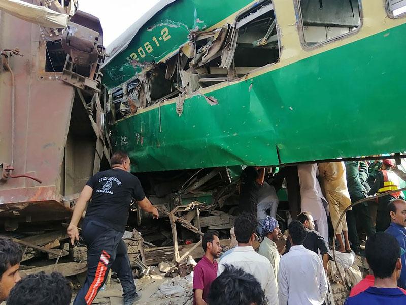 Acidente ferroviário deixa mortos e feridos no Paquistão