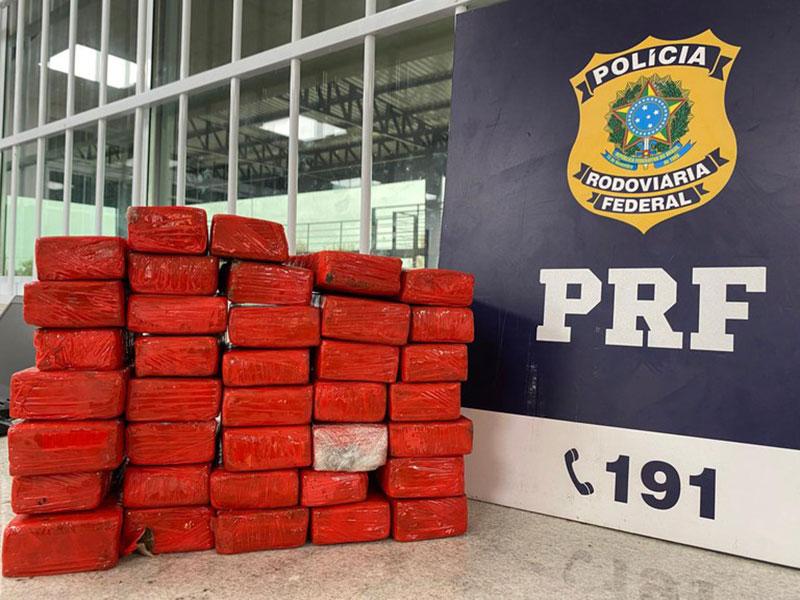 Passageira de ônibus é presa pela PRF no sudoeste da Bahia transportando quase 21kg de maconha para Recife (PE)