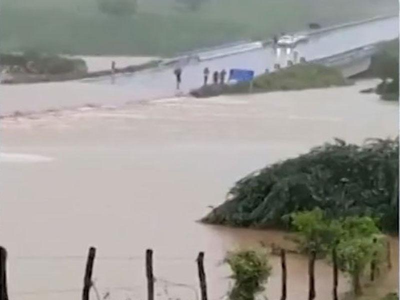 Barragem se rompe em cidade na BA e moradores de município vizinho devem deixar casas