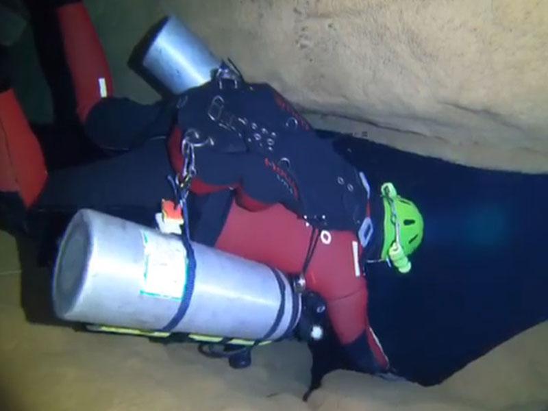 Mergulhadores percorrem 3 km de caverna submersa no município de São Desidério