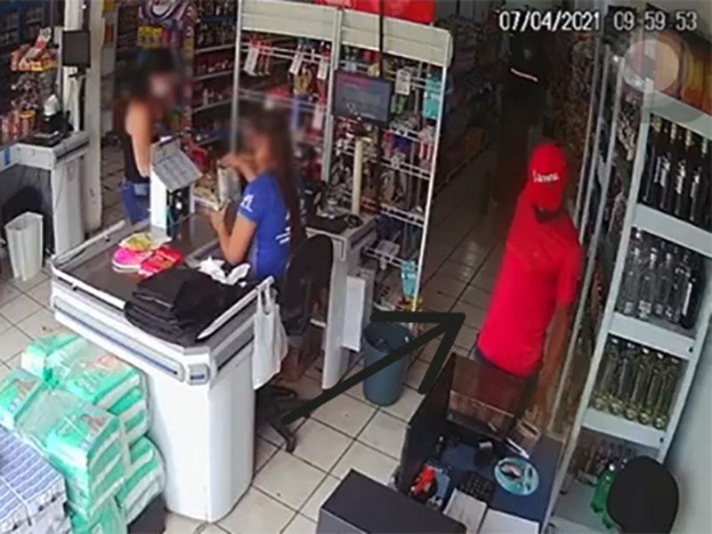 Polícia prende acusado de furto a celulares no centro comercial de Brumado