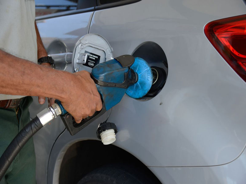 Gasolina é ajustada em 3,5% diesel em 4,2% pela Petrobras