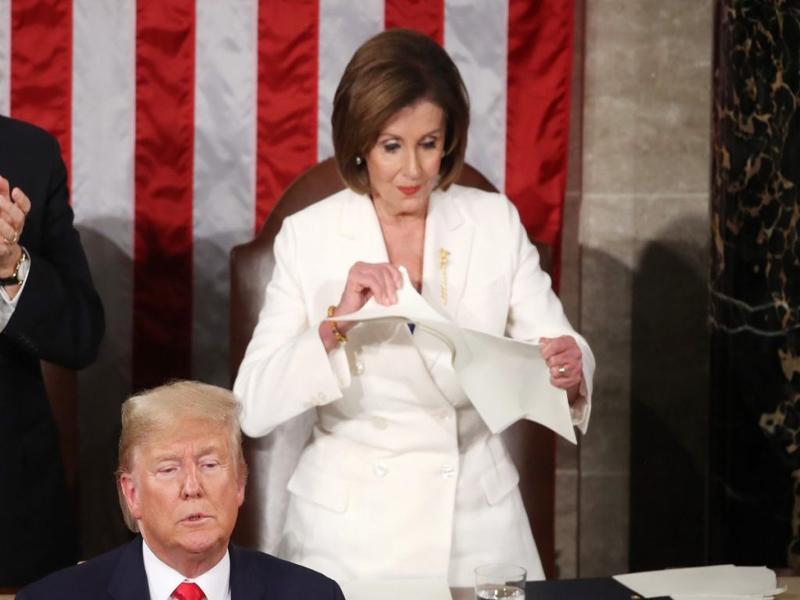 Trump esnoba Pelosi, e presidente da Câmara dos EUA rasga discurso