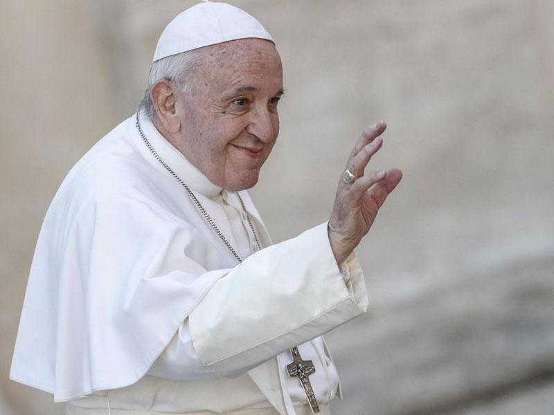 Papa suspende parte da agenda por causa de um leve resfriado