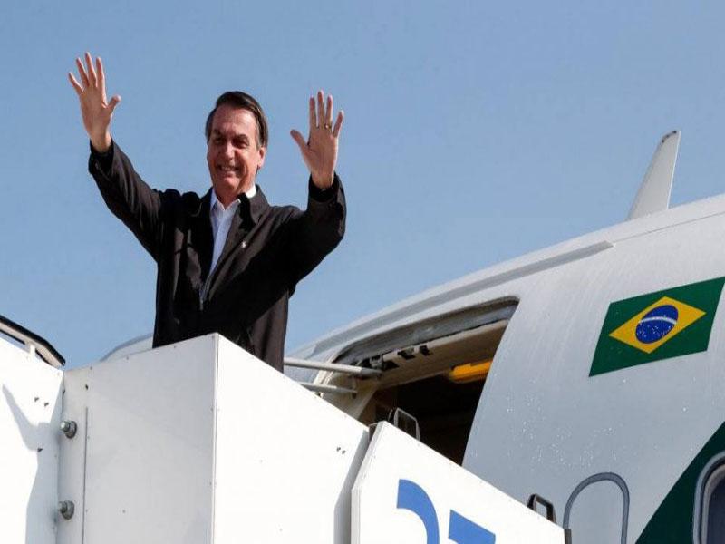 Bolsonaro embarca para Dallas a fim de receber homenagem