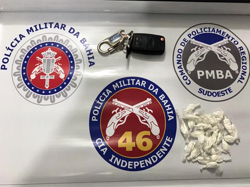 Livramento: Polícia Militar apreende 28 Petecas de Cocaína em carro no Bairro Jurema