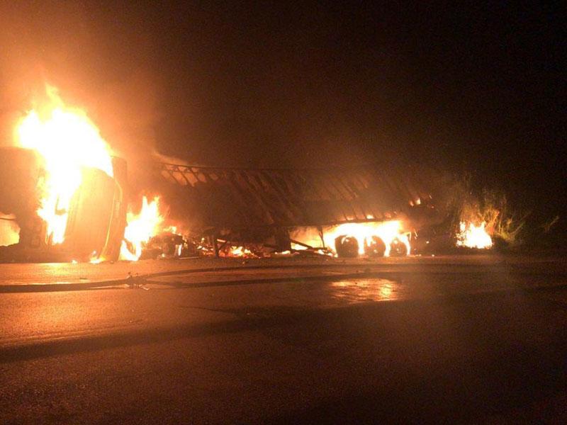 Acidente envolvendo ônibus da Gontijo e carreta na BR-365 em Patos de Minas deixa 4 mortos e 27 feridos