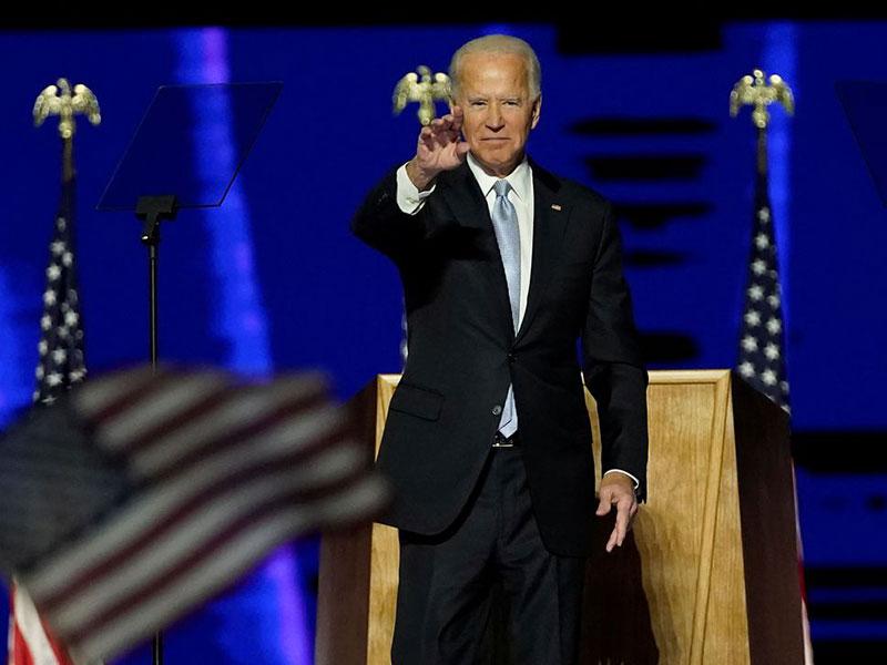Biden lançará força-tarefa contra covid-19, e Trump planeja protestos